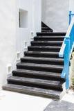 在希腊样式的黑台阶 免版税库存照片