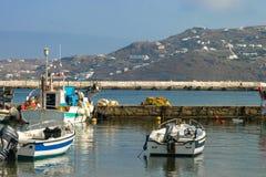 在希腊海岛上的断裂墙壁 免版税库存照片
