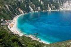 在希腊海岛凯法利尼亚岛上的Petani海滩 免版税库存图片