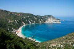 在希腊海岛凯法利尼亚岛上的Petani海滩 图库摄影