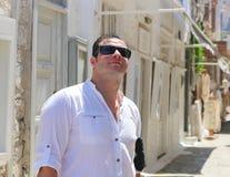 在希腊海岛的旅游漫步 免版税库存照片