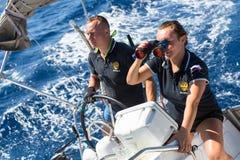 在希腊海岛群中的航行赛船会第16 Ellada秋天2016年在爱琴海 免版税库存照片