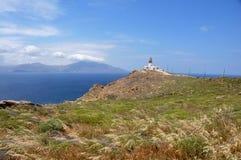 在希腊海岛mykonos的老离开的灯塔 免版税库存照片