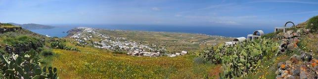 在希腊海岛santorini的全景风景 库存照片