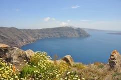 在希腊海岛santorini的火山口视图 库存照片