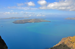 在希腊海岛santorini的破火山口视图 免版税库存图片