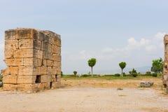 在希腊温泉渡假胜地,希拉波利斯的古老废墟 库存照片
