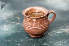 在希腊街道咖啡馆的咖啡 库存图片