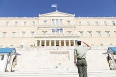 在希腊议会前面的卫兵,2014年5月 ?? 库存照片