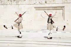 在希腊议会前面的卫兵,2014年5月 ?? 免版税图库摄影