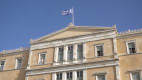 在希腊议会大厦的挥动的旗子在雅典,希腊 影视素材