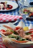 在希腊餐馆的供食的食物 图库摄影