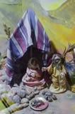 在帐篷下的犹太家庭 玩偶 免版税图库摄影