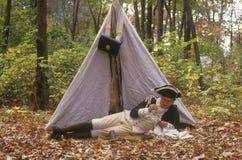 在帐篷前面的参加者在历史美国独立战争事件期间,新的温莎, NY 免版税图库摄影