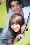在帐篷的夫妇 免版税库存照片