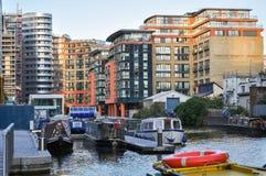 在帕丁顿盆地的现代公寓在伦敦 免版税库存图片