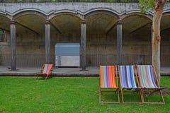 在帕丁顿水库庭院的五颜六色的sundeck,一个得奖的公园在悉尼,澳大利亚 免版税库存照片