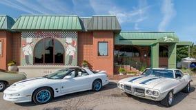 在帕斯奎尔的餐馆,伍德沃德梦想巡航的TransAms 免版税图库摄影