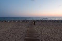 在帕特拉海滩的日落在阿拉尼亚 库存图片