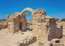 在帕福斯港口附近,位于西南塞浦路斯和位于的嘉藤Pafos考古学公园的Saranda Kolones片段 库存图片