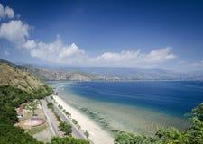 在帝力附近的海岸和海滩视图东帝汶leste的 库存图片