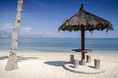 在帝力附近的Areia branca热带海滩视图在东帝汶 库存照片