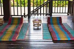 在席子的泰国三角后面架靠背枕头 泰国消散坐垫 库存照片