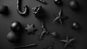 在席子黑色的圣诞节minimalistic和简单的构成 股票视频
