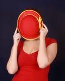 在帽子隐藏的妇女之后 库存图片