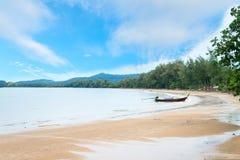 在帽子Nopparat, Krabi的长的小船 免版税库存照片
