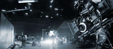 在幕后做电影和电视广告 电影工作人员 库存图片