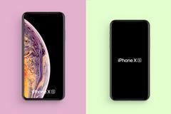 在干净的背景隔绝的新的iPhone 免版税库存照片