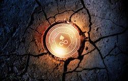 在干燥地球点心背景采矿的发光的金黄钝的cryptocurrency硬币 库存照片