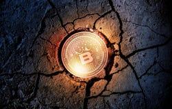 在干燥地球点心背景采矿的发光的金黄BETKING cryptocurrency硬币 免版税库存照片