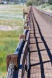 在干盐湖床的木走道 库存图片