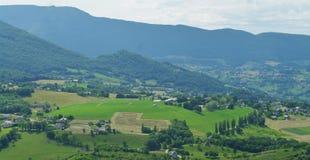 在干草季节期间的风景 免版税图库摄影