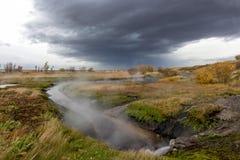 在平原的小河 免版税库存照片