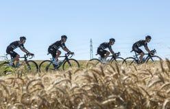 在平原的队天空-环法自行车赛2016年 图库摄影