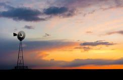 在平原的风车 免版税图库摄影