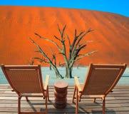 在平台的两把木折叠椅 免版税库存图片