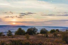 在平安的自然风景的美好的日落 免版税图库摄影