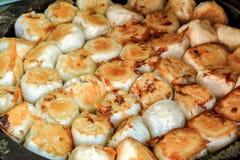 在平底深锅的素食主义者汉语油煎的小圆面包 免版税库存图片
