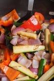 在平底锅油煎的套菜 选择聚焦 免版税库存图片