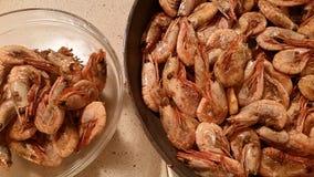 在平底锅油煎的虾 库存照片