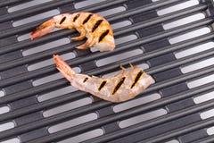 在平底锅的大虾 免版税库存照片