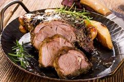 在平底锅的烤羊肉 免版税图库摄影