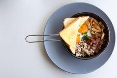 在平底锅的美国早餐 库存图片
