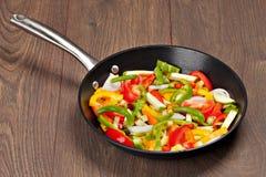 在平底锅的蔬菜 免版税库存照片