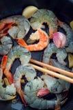 在平底锅的虾 免版税库存照片