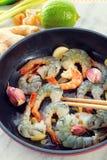 在平底锅的虾 库存图片